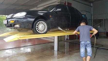3 lý do khiến bạn nên mua cầu nâng 1 trụ rửa xe ô tô