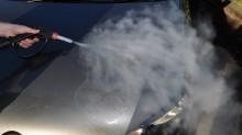 Có nên rửa xe, chăm sóc xe bằng hơi nước nóng hay không?